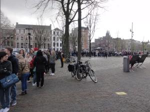 Dit is dus maar 1/3 van de rij voor het Anne Frank Museum. Een derde!!!