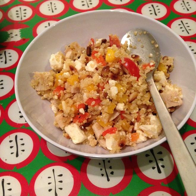Quinoa, kip, paprika, feta. Je ziet, smakelijk eten is wél mogelijk zonder suiker.