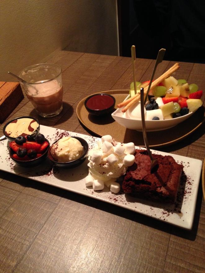 Een jaarlijkse uitstap met een vriendin naar Gent wordt traditioneel afgesloten met een bezoekje aan de Chocoladebar. En de hele avond buikpijn, maar het is het telkens weer waard.