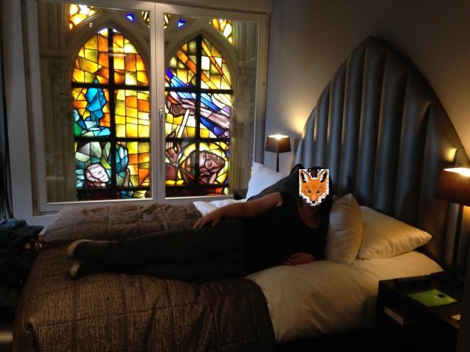 Deze hotelkamer (in het prachtige Martin's Patershof in Mechelen) was een zomerpromo én ik had een kortingsbon. Da's toch al een goed begin. Merk trouwens ook mijn prachtige fotobewerkingskunsten op.